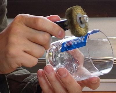 グラスにセロハンを貼り付ける